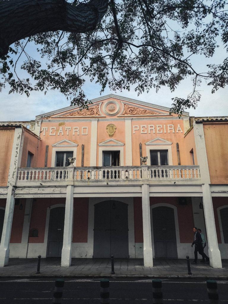 Le théâtre d'Ibiza, une architecture typique du sud.