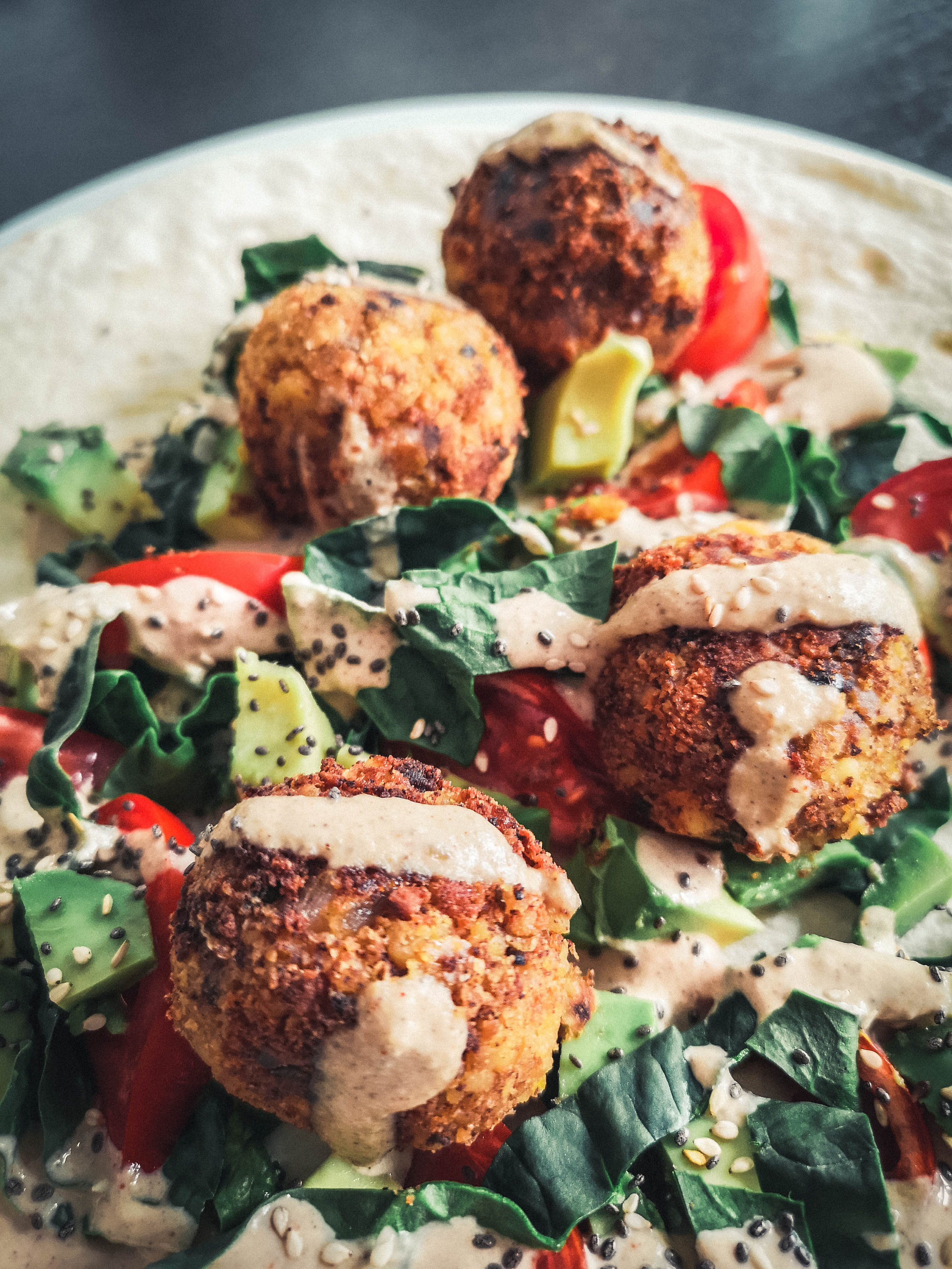 Falafel wraps and its sauce